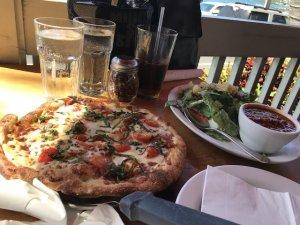 ハワイ島 カイルアコナ レストラン ISLAND LAVA JAVA ピザ